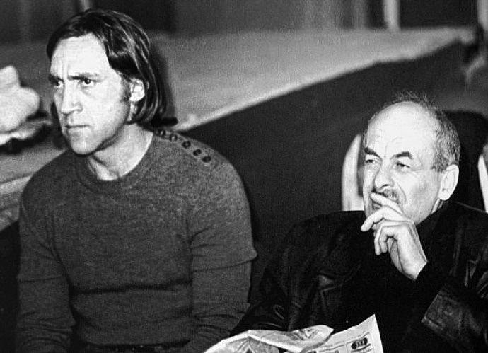 Bulat Okudzhava (right) and Vladimir Vysotsky (left)