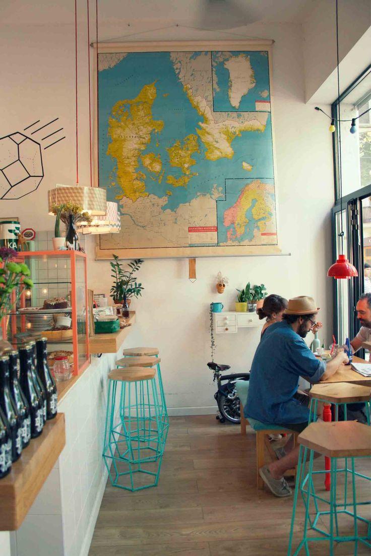 Me encantaría hubiera un mapa en la pared de dulce de noche  Café Cometa | In & Out Barcelona