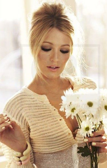 I've grown a huge crush on Blake lively! Love her makeup/hair here..