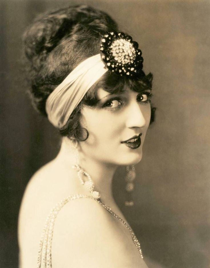 Bellydance costume inspiration: 1920 S, Carmel Myers, Movies Stars, Silent Film, Hair Pieces, 20S Style, Hair Accessories, Cocktails Parties, 1920S Hair
