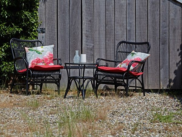 Zwarte retro tuinset met rode kussens