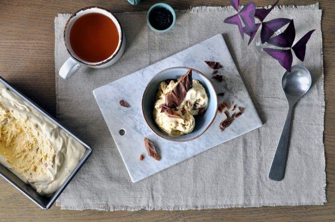 Hjemmelaget daimis er veldig lett å lage, den blir knasende god og det trengs ikke mer enn fire ingredienser for å lage isen.