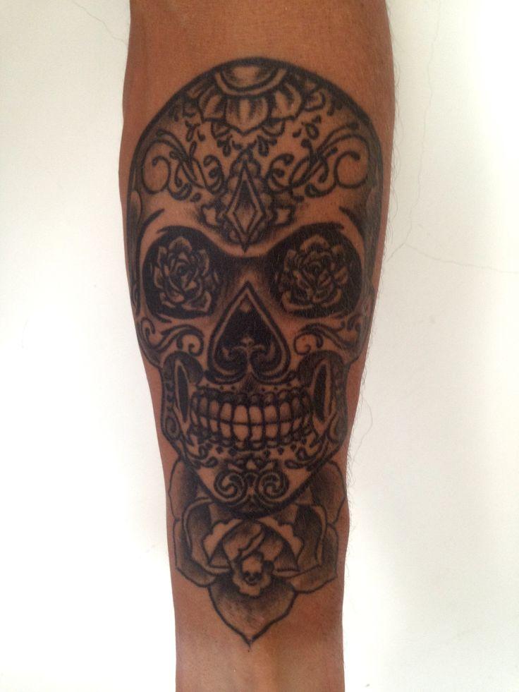 El quinto tatuaje, su significado es LA MUERTE bonita pero muerte, es lo unico que tenemos asegurado en la vida despues de nacer asi que disfruta de cada momento!  Tatuador EMILIANO VERA