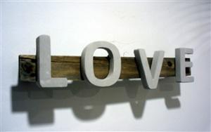 Love amor cemento hormigon gris