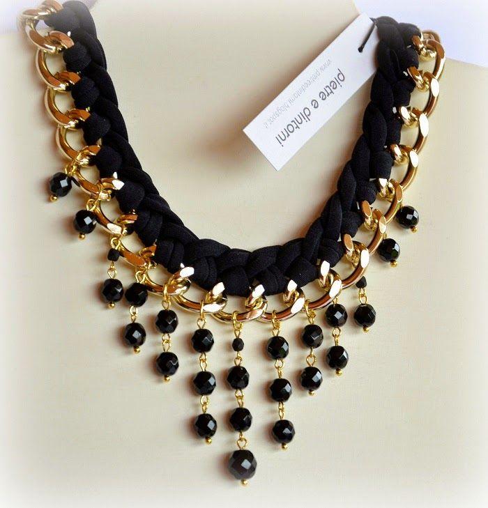 Collar de cadena con trapillo y perlas negro
