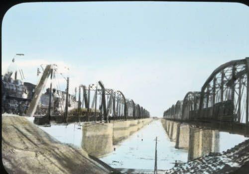 Bridges and trains, Seoul, Korea, [s.d.]. http://digitallibrary.usc.edu/cdm/ref/collection/p15799coll48/id/661