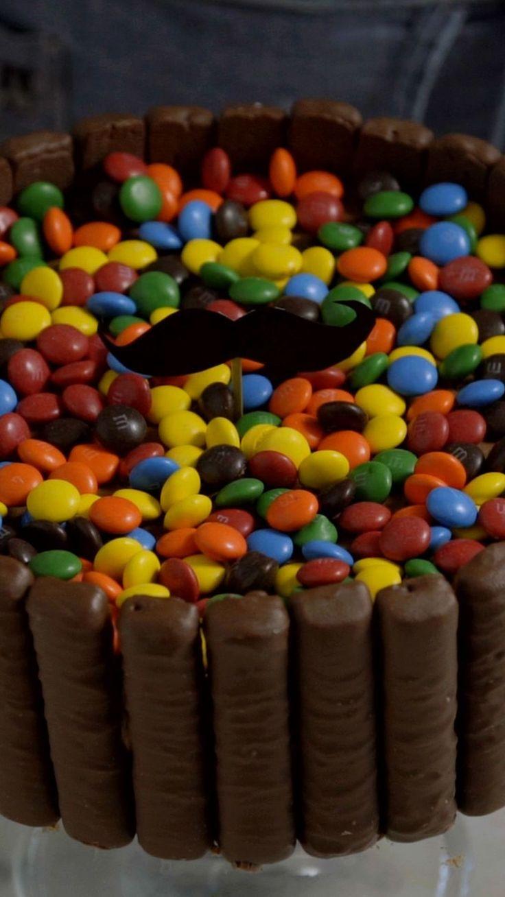 O seu pai vai babar nesse bolo mousse de Twix® com M&M's®