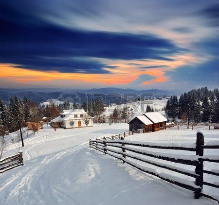 Village de montagne dans les Carpates ukrainiennes