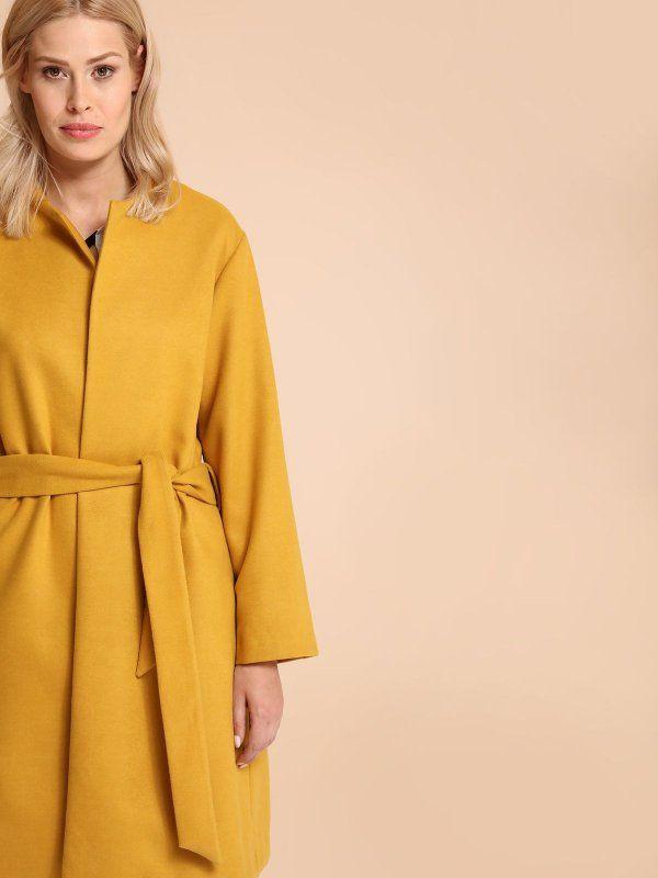 W2017 płaszcz damski z wełną długość regularna żółty - SPZ0385 TOP SECRET