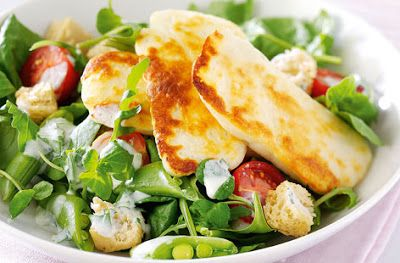 Grilled halloumi cheese salad
