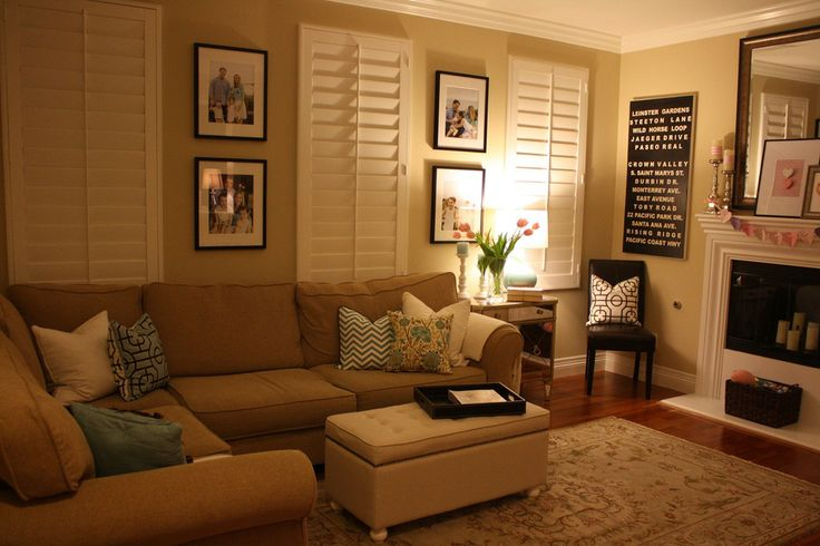 Such a comfy room.: Window Shutters, Places Blog, Rooms Layout, Living Rooms Paintings, Living Rooms Colors, Rooms Paintings Colors, Colors Schemes, Thoughts Places, Families Rooms
