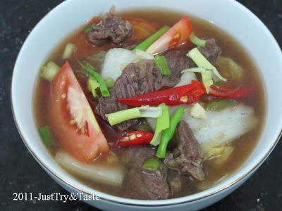 Sup Pedas Sawi Putih dengan Daging Sapi