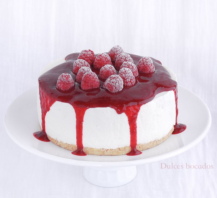 Dulces bocados: Cheesecake de coco y coulis de frambuesas {sin hornear}