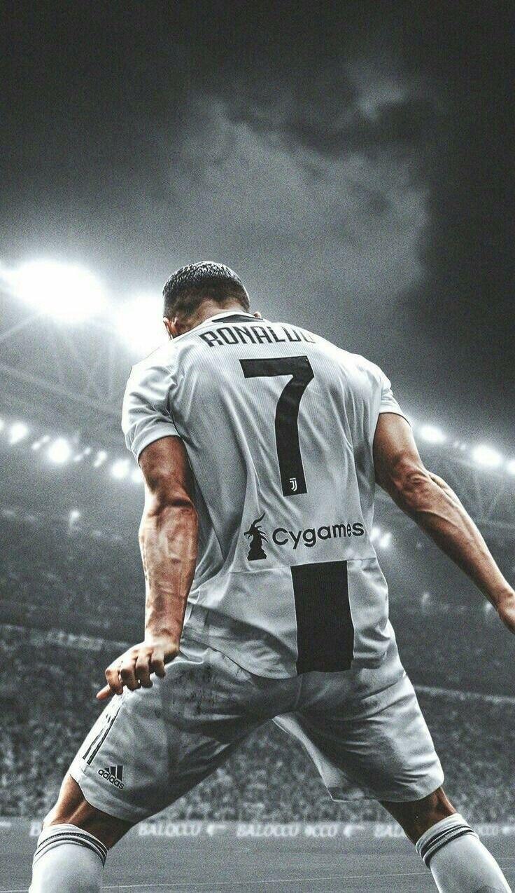 Pin Ot Polzovatelya E Na Doske Cristiano Ronaldo I Love Him Soo