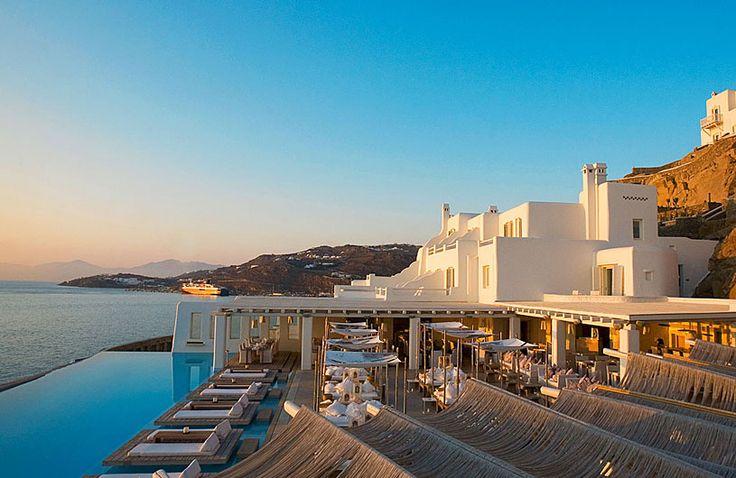 Hotel Cavo Tagoo, en la isla de Mikonos, no me despegaría de estas tumbonas!