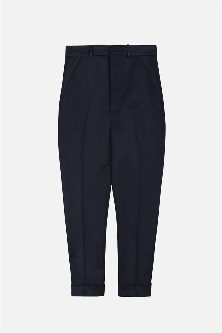 ami OVERSIZED CARROT FIT TROUSERS $400.00 - $240.00 REF: H16T17.17 Black wool, carrot fit trousers.They feature a concealed front fastening, a waistband with belt loops and two side pockets. Carrot Fit Trousers Very Low Crotch Made In Romania (With Love)