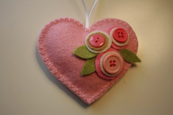 Felt Heart. Valentines Days Ideas #Valentines, https://apps.facebook.com/yangutu