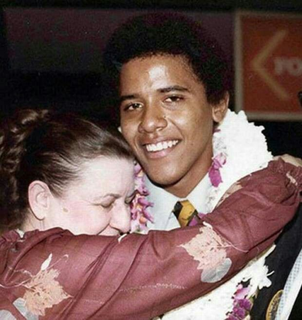BARACK OBAMA JR. WITH MOTHER ANN DUNHAM, WHOM HAVING DIVORCED 2ND HUSBAND LOLO SOETORO IN 1980, MOVED BACK TO HAWAII WHERE SHE DIED FROM OVARIAN CANCER IN 1995. BARACK OBAMA SR WAS KILLED IN A CAR CRASH IN KENYA IN 1982.