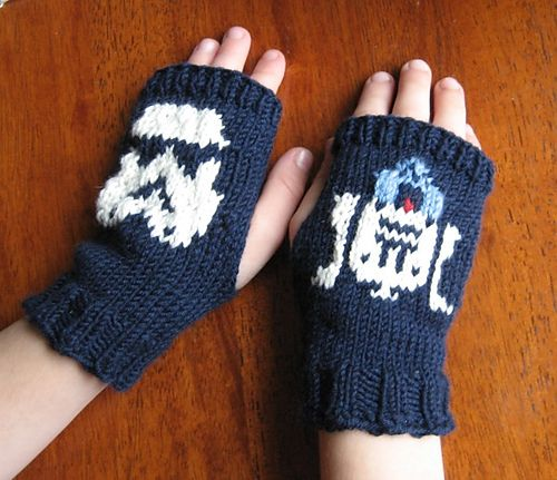 Ravelry: aliciamarin's Star Wars Wristers for Oliver