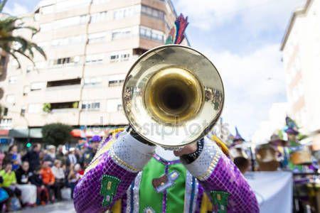 Download - Trumpet musician at Badajoz Carnival, Spain — Stock Image #98883388