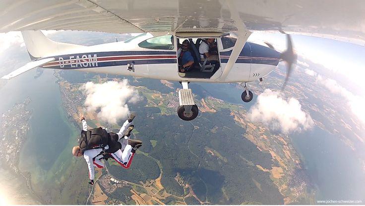 Werde Mitglied im #Club der Fallschirmspringer und spring über Deinen eigenen Schatten! #fallschirmsprung #fallschirmtandem #skydive #weihnachten #geschenk #weihnachtsgeschenk #adrenalin