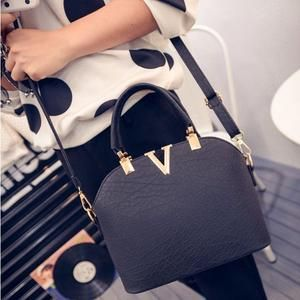 TAS IMPORT KODE: 21541  IDR.147.000  MATERIAL PU  SIZE L27XH21XW11CM  WEIGHT 700GR  COLOR BLACK