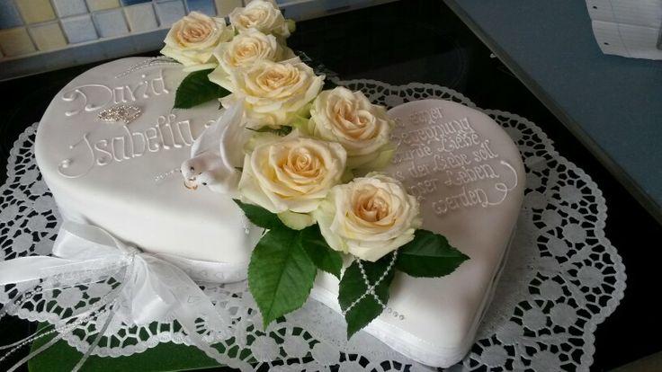 Hochzeitstorte herzen mit tauben
