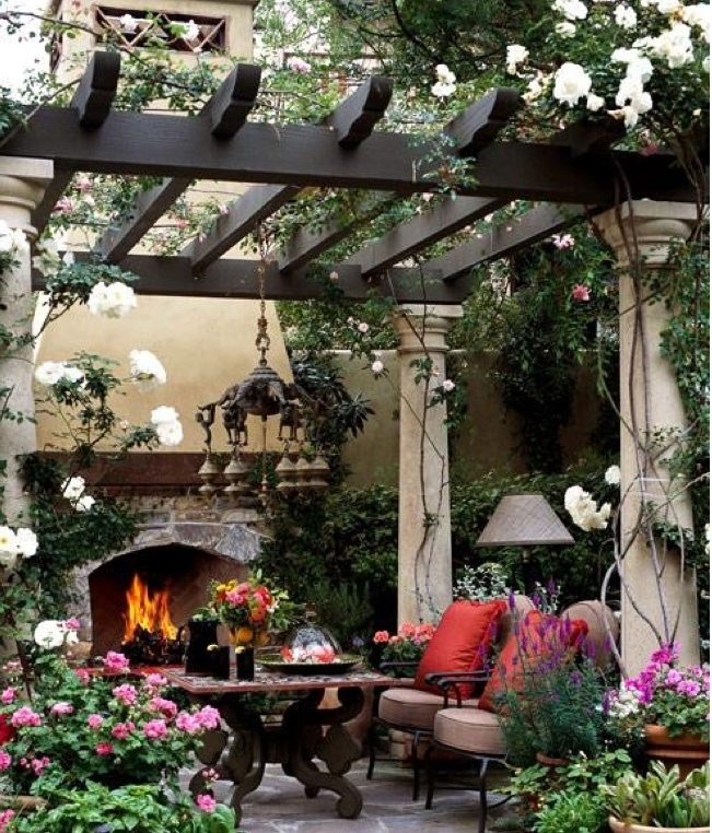 Outdoor Living Space. I can totally envision hanging out here.