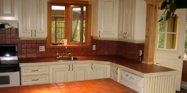 On peut rénover ses armoires de cuisine pour deux fois moins cher même en faisant appel à des professionnels.