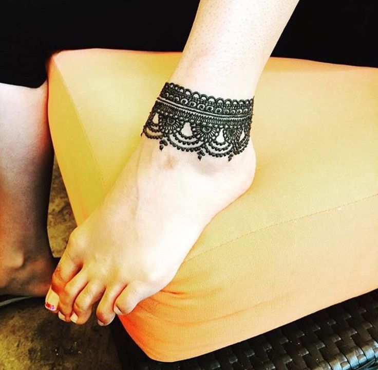 Anklet style henna