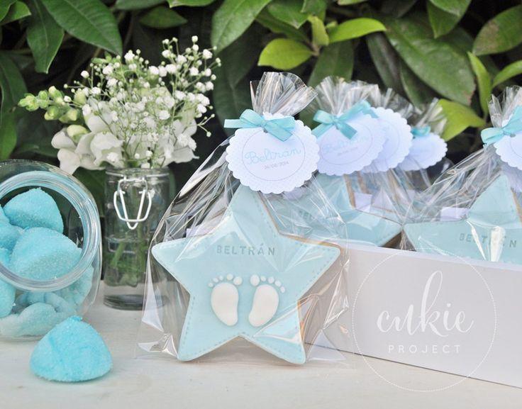 Galleta decorada para bautizo de niño!! Galletas originales de estrellas con los piececitos del bebé y con un packaging  bonito!!