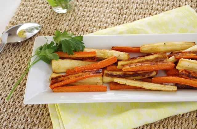 Maple Roasted Carrot and Parsnip Fries | Vegetarian | Pinterest