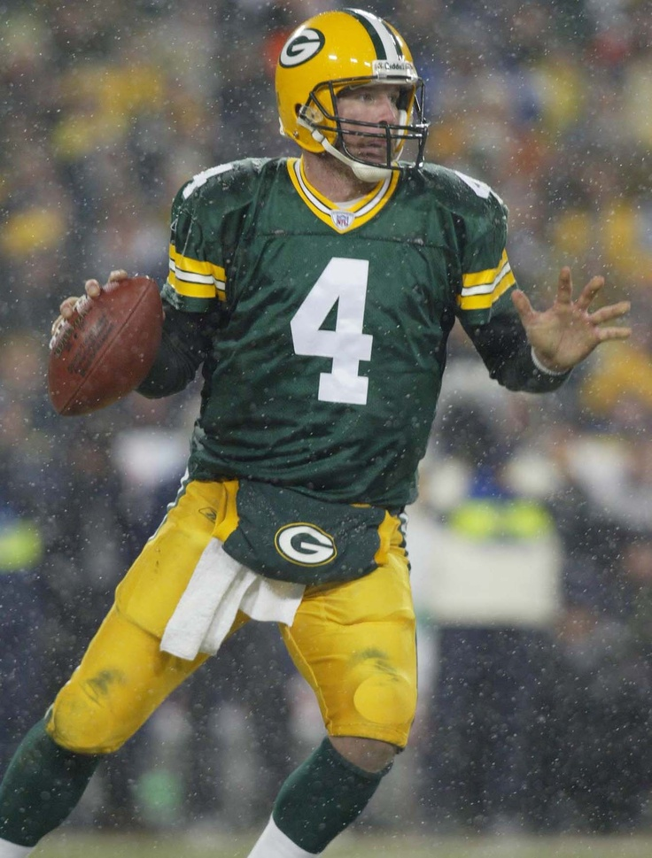 In my opinion the best quarterback to play football (Brett Favre)
