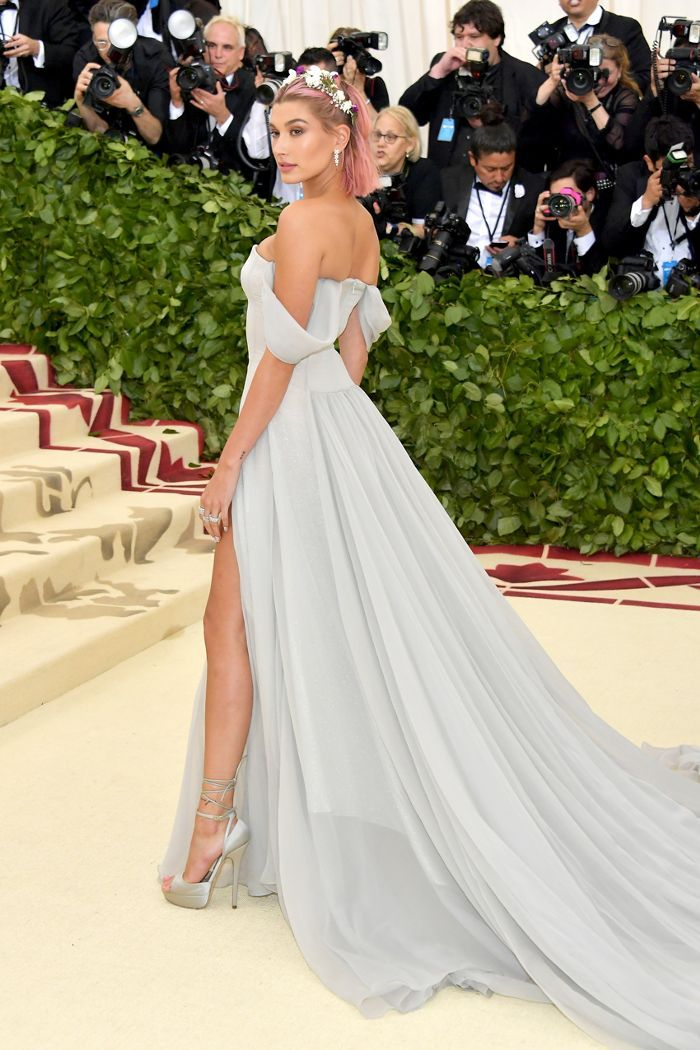 1b15f1fc6752 ... Red Carpet Look vaut le détour. The best Met Gala looks of 2018. Hailey  Baldwin