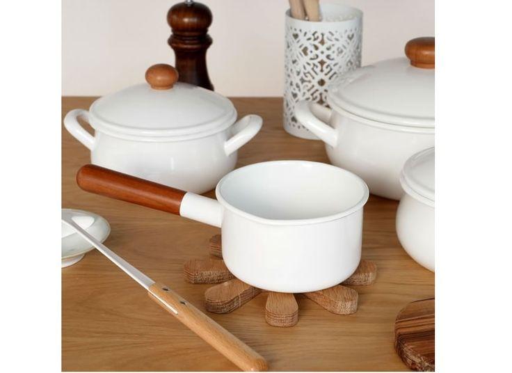 鉄に琺瑯ステンレスたくさんある鍋素材の違いを知って上手に使い分けよう