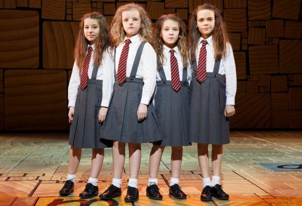 Las 4 actrices americanas que actúan como Matilda en el musical Matilda, Broadway, New York.