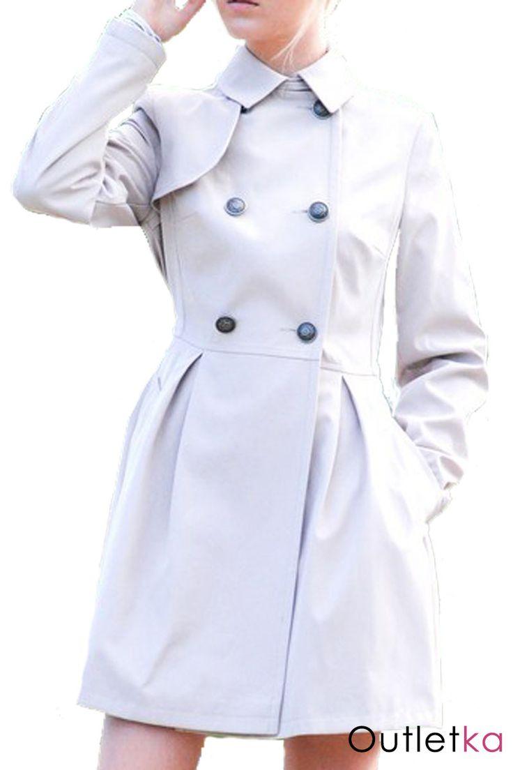 Nowy kobiecy płaszcz o wyjątkowo subtelnym fasonie, firmy Atmosphere, w odcieniu beżowym / szarym. Trencz posiada kołnierzyk pod którym znajduje się guzik umożliwiający zrobienie stójki. Płaszczyk, zapinany na guziki, dwurzędowy, w pasie dodatkowo wiązany na pasek. Dopasowany krój. Posiada dwie kieszenie. Dół lekko rozkloszowany, nadający płaszczykowi elegancji. Idealnie nadaje się na jesienne dni. Z kompletem firmowych metek Atmosphere.
