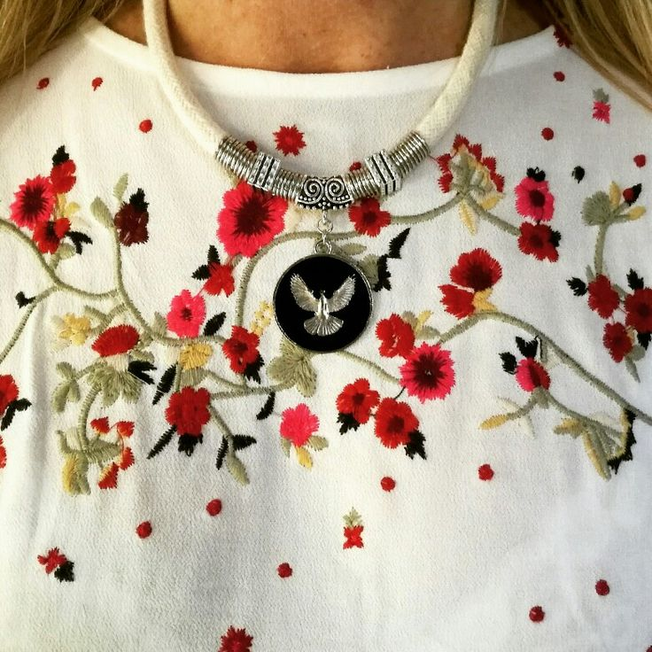Seguimos mostrándote más de nuestra #nueva #coleccion que es lo más! ✨ ✨ #collar ✨       ✨con super dije ave y cordón de hilo natural  Un  #collection  #premium #boho #style #bohochic #chic #indian #verano #playa #sea #costa #carilo #beach #ss18 #angelesdecristalaccesorios #musthave #tendencia #necklaces #mujeresemprendedoras #emprendedores #instablogger #fashion #buenosaires #villaurquiza Mariel