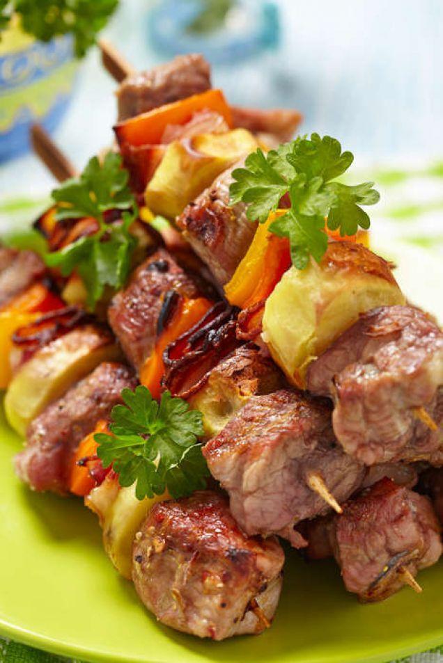 Spröda grönsaker och fläskfilé med bacon marinerat med chili och citron.