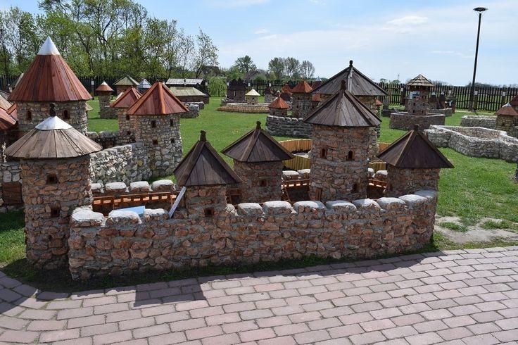 A dinnyési Várparkban Magyarország várait nézheted meg makettként, ráadásul egyedülálló módon, anyaghűen láthatod!