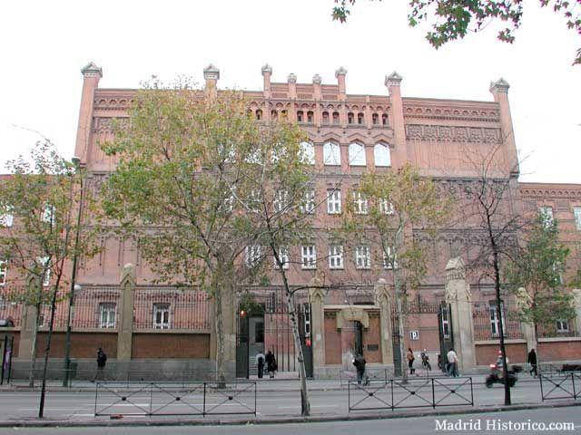 Instituto Católico de Artes e Industrias de la Compañía de Jesús en c/ Alberto Aguilera. Incendiado en mayo de 1931 y posteriormente incautado a la Compañía de Jesús por el gobierno republicano.