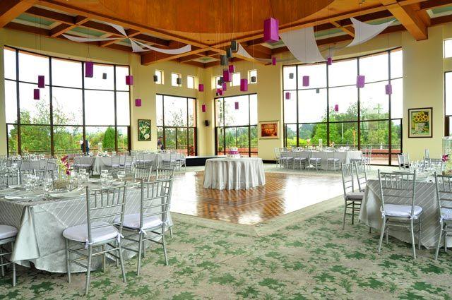 Salón de eventos para Boda con mesas de invitados