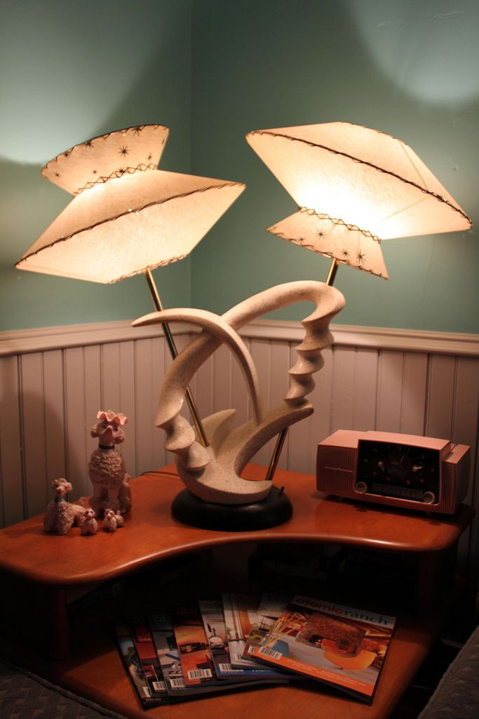 Vintage atomic lamp not crazy about mid century stuff but this one is fun