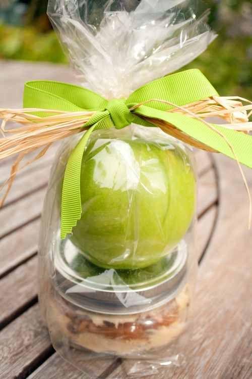 Teacher gift.: Teacher Gifts, Teacher Appreciation, Gifts Ideas, Gift Ideas, Apples Gifts, Cream Cheese, Apples Dips, Caramel Dips, Caramel Apples