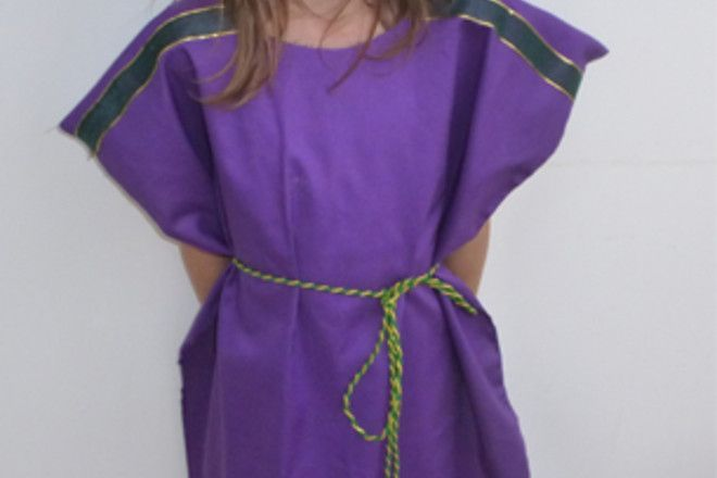 Step by step guide to making a super simple tabard which can be the base for any nativity costume
