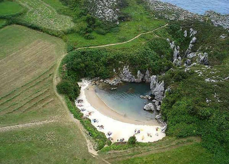 Playa de Gulpiyuri  Llanes,Asturias (España)