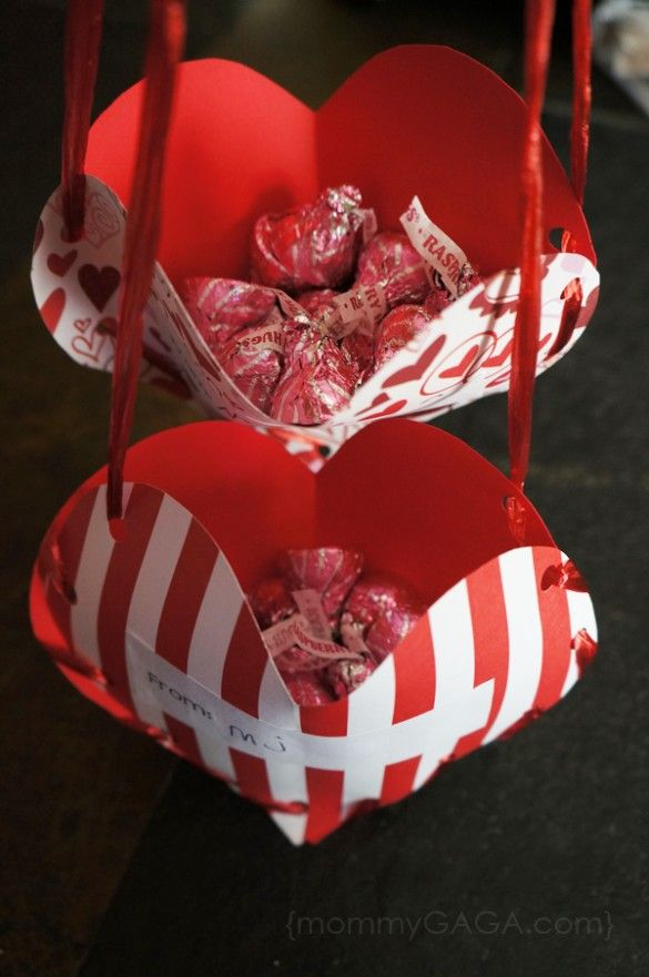 DIY Valentine's Day treat pockets: a crafty gift idea-Can also be done in wedding colors for bridal showers! Too cute