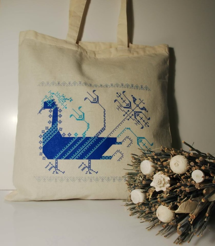Tote bag with #Romanian symbols from Ziurel. Here the duck is a protective motif #RomanianDesign