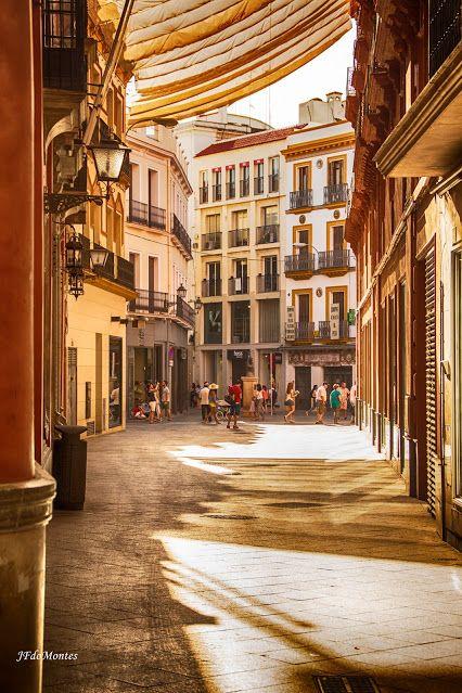 Sevilla - Casco antiguo. Desde Sierpes, el Cruce de la calle O'Donell con Velazquez. Spain