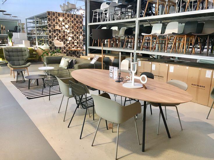 25+ beste idee u00ebn over Ovale eettafels op Pinterest   Moderne eetkamerstoelen, Tulp tafel en